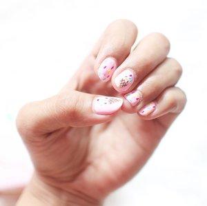 Ice cream on my nails 🍦 . . . . This cutie nails by @pkbeautyspace  #nails #clozetteid #clozzetexpkbeautyspace #pkbeautyspacereview #pkbeautyspacegandaria #tumblr #nailart #nailartjunkie #beautyblogger #