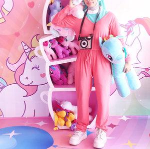 When mau pindahan tapi punya banyak anak ☺️Ceritanya pindahan ke negeri unicorn, wasenangnya dalam hati~ pokoknya yang kepo sama tempatnya mah, udah lengkap reviewnya di blog, linknya langsung klik di bio ! 🐒 ntapsss ! ....#clozetteid #unicorncafe #ggrep #explorejakarta #explore #ootd #unicorn #unicornparty #tumblr #tumblrposts