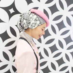 Aku manusia rumit, gampang kangen dan mudah rindu ....*egimana (?)________Dan ini hijab @seventh_freedom ini juga gampang dipakai dan mudah dibentuk *aishedap ________#ootd #ootdindo #hijab #hijabootdindo #turban #turbanstyle #turbanhijab #clozetteid #clozetteambassador