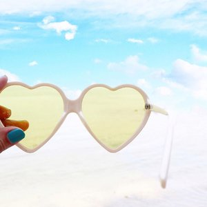 And at the top of my lungs, i sing. Da da da daa ~ everything is perfect 🌊 _______________________ #handsinframe #beachlife #rimapiknikpari #minimalism #clozetteid #explorejakarta