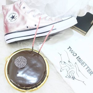But, age is just a number ... . . . . . #feelblessed #clozetteid #starclozetter #dailypic #picoftheday #flatays #flatlaystyle #flatlaynation #whiteaddicted #whitetable #converse #conversechucktaylor #ggrep #cake