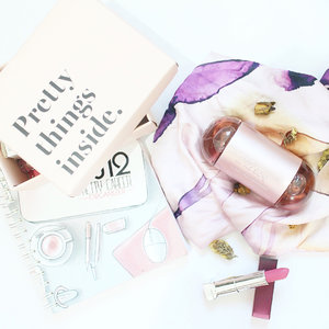 Parfume is like a new dress. It makes you quite simply marvelous. -Estee Lauder . . 🌡212 sexy by Caroline Harrera from @talkntalkshop . . . . #clozetteid #flatlay #flatlaynation #whiteaddicted #flatlays #flatlaystyle #pink #parfume #fragrance #tumblrpost #tumblrgirl