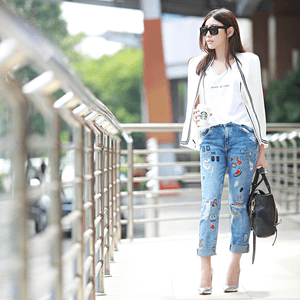 Wearing patched jeans for work, complete post on http://www.anatakusuma.com/2015/07/patch-on-it.html