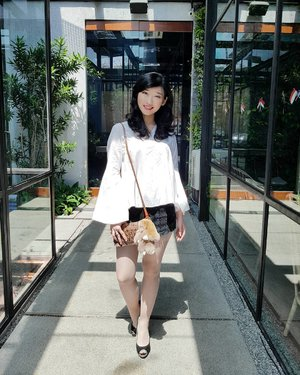 Long time no see. Long time no post.  Come back with this big bunny from @gwigeoli_id  Bell sleeve top from @caselle  #ClozetteID #ootd #Aboutalook . . . . . . . . . . . . . . . . #me#girl#selca#asian#woman#likeforlike#lfl#like#fashion#outfit#croptop#flower#lookbook#photo#outfitoftheday#style#stylish#streetstyle