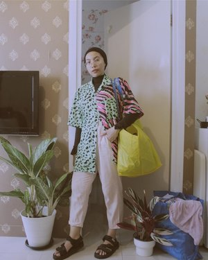 Laundry time! A never ending story 👀——————#ladyuliastyle#hijabcontentcreator#clozetteid#malasmalasstyle#neonoutfit#modestfashion#fashionstylistjakarta#stylistjakarta#hijabstylistjakarta#turnan#turbanstyle#ootdhijab#colourfuloutfit#leopardprint#wearetothe9s#wethepeople#wethecreators#suddenlycinematic#fotodalamrumah#gameoftone#hijabeditorial#hijablookbook#ruedaily#selfportrait#selfphotography
