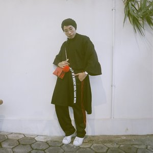 Foto lama lupa diposting 🤪...#ladyuliastyle#clozetteid#ruedaily#dailyfudge#modestfashion #hijabstyleindonesia #malasmalasstyle