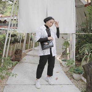Pose andalan!...📸 @isnadani #ladyuliastyle#clozetteid#minimalistmovement#minimalistwardrobe#modestyaroundtheworld