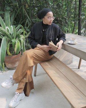 Blending in 📸 by @isnadani ...#ruedaily#ladyuliastyle#clozetteid#minimalistwardrobe#modestyaroundtheworld