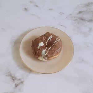 Yum @doughdarlings 🍩——————#clozetteid#foodie#minimalfeed#doughdarlings#doughnuts#aesthetic#koreanaesthetic#minimalistindonesia#slowlivingindonesia#foodbloggerjakarta#contentcreatorjakarta#contentcreatorid#foodbloggerid#aestheticfeed#minimalistfeed#feedgoals#whitefeed#minimalism#minimalismindonesia
