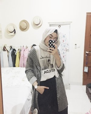 I heard that checkered pattern is back! . . . #ladyuliastyle #ggrepstyle #hijabstyle #clozetteid