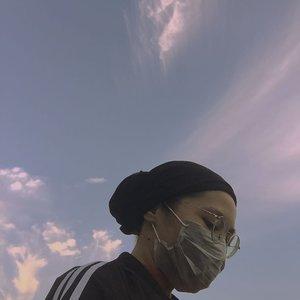 The sky makes me happy———————#sky#senja#langitsenja#clozetteid#iphoneonly#jakartasky#shotsoniphone#suddenlycinematic#explorejakarta#puisisenja#senjabercerita#suddenlycinematic#gameoftone#minimalistindonesia#slowlivingindonesia#minimalismindonesia#minimalfeed#aesthetic#aestheticfeed#feedgoals#turbanstyle#ruedaily