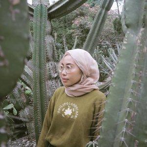 Edisi kangen keluar rumah tanpa mesti ngerasa parno 🙃 Stay safe, Everyone 🙏🏻🙏🏻 . . . #clozetteid #ruedaily #suddenlycinematic  #dailyfudge #ladyuliastyle #hijabstyleindonesia