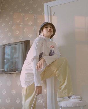 Untold story 🌕✨————#clozetteid#ladyuliastyle#malasmalasstyle#minimaloutfit#hijabstreetstyle#modestfashion#normcore#slouchyoutfit#selfportrait#virtualphotoshoot#hijabeditorial#fashionstylistjakarta#hijabstylistjakarta#turbanstyle#hijabstyle#minimalistwardrobe#minimalfeed#feedgoals#aestheticfeed#gameoftone#suddenlycinematic#wearetothe9s#minimalistindonesia#minimalistoutfit