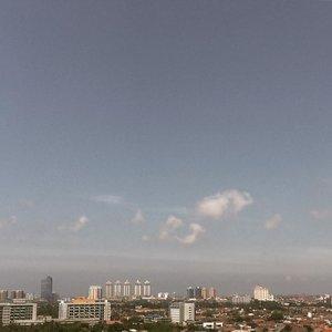 Good day🌤✨...#iphoneonly#shotsoniphone#skyporn#clozetteid#explorejakarta#slowlivingindonesia #simplelivingindonesia