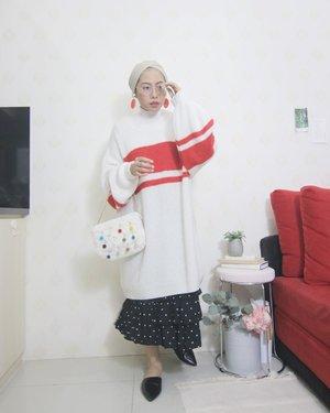 Outfit andalan, oversized sweater sama rok🐔...#clozetteid#ladyuliastyle#minimalistwardrobe#modestyaroundtheworld