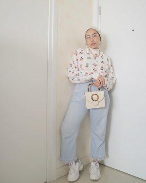 My typical lazy outfit, sweater + denim🤪...#clozetteid#minimalistwardrobe#modestyaroundtheworld #ladyuliastyle