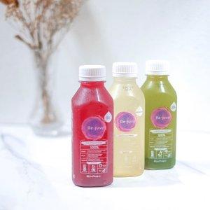 @rejuveid - MERAWAT DIRI BUKAN CUMA DARI LUAR PAKE SKINCARE BEBQU~————Yap! One of the part of my self-care: minum jus. Ya udah tau lah ya kan pentingnya konsumsi sayur & buah setiap hari tuh apa? Banyak banget! Nah gue suka mager tapi kan tuh makan sayur & buah hahaha makanya mending beli yg udah bentuk jus gini kan enak ya bebqu tinggal minum 😛 Hampir semua varian Rejuve gue suka but these are the top three. Beli dimana? Banyak di mall beb, bisa gofood jg 👌🏻 Kalau gue biasanya beli di Pondok Indah Mall or One Bell Park, dua mall yg paling sering gue datengin 🤪 ———-Oiya selain juice mereka juga ada cold-press nut milk yg endolita (baru coba 1 jd belom tau mana yg akan jd favorito~). Eh ada cold-press coffee jg ceunah, i'm no longer a coffee drinker jd enggak tau rasanya gimana 🤣#clozetteid #rejuveid #coldpressjuice #healthyliving #fruitjuice #vegetablejuice #momblogger #mamablogger #livehealthy #healthyjuice