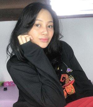 My current go-to look, makeup 10 menit buru buru hahaha! Pake concealer doang, yg penting fresh glowing cucok~ VIDEO NYA UDAH UP LOH DI IGTV!! Cus nonton, yg telat kampus or kantor or mamak mamak yg dikejar krucils tp tetep mau glowing yuk ah cekiceki~ UNCH ❤️✨——— #clozetteid  #SingleMama #SingleMom #SingleMomIndonesia #MomBloggerIndonesia #MamaBlogger #MamaOfTwins #TwinMama #BeautyBloggerIndonesia #JakartaBeautyBlogger #BackInTheGame #BEAUTIESQUAD #TampilCantik #SelfLove
