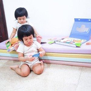 HAPPY SUNDAY!! From duo krucils~—————Thank you for being such a sweet loving kiddos! Ya ada lah rusuh nya dah namanya bocah but overall they're the sweetest kid 🥰(Iye banggain anak sendiri lah pastinya dong 😛) #KisahAraya——————#clozetteid #SingleMama #SingleMom #SingleMomIndonesia #MomBloggerIndonesia #MamaBlogger #MamaOfTwins #TwinMama #anakkembar #twins #twingirls #lovelyduo #sweetesttwins #anakkembarindonesia
