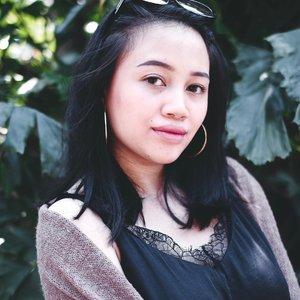 Udah lama juga enggak post disini ternyata hmmm 🤔 Kangen gak? Kangen dong ya kan pastinya! HAHAHAHAHALU~ 😛 ——— #clozetteid #BEAUTIESQUAD #beautybloggerindonesia #mombloggerindonesia #tutorialmakeuplg #motd #makeupoftheday #simplemakeup #nofoundationmakeup #indobeautyblogger #tampilcantik #momblogger #twinmama #twinmom #twinsmom #bunnyneedsmakeup #SingleMamaofTwins #SingleMom.