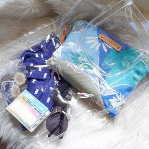 What's inside ibu's clear bag before diaper pouch and toys and wet tissue and it will never happen on what you have seen. (not your typical diaper bag) _____________ #aloditafortropis #mamasbag #clearbag #clozetteid