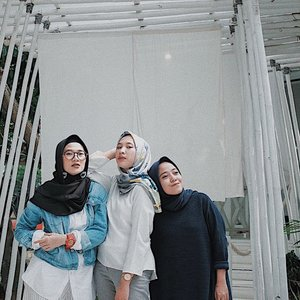 I dont't know how Allah bumped us to met each other. But I know the reason why. Don't hesitate to warn if I'm doing wrong ya bebeb. Thank you for today ya, jangan kapoque 😘 @silmiaputri ______________#sundayvibes#happyworking#clozetteid