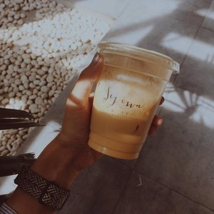 """Self proclaimed as """"eskopi hunter"""" ☕️ __________ Brown sugar tasted, a bitter sweet passed by. __________ #clozetteid #coffeeporn #lifestyle #iphonesia #vscom3"""
