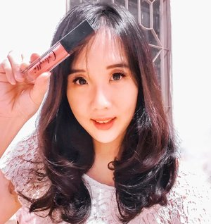3 in 1 lipstick, eyeshadow, and blush on. Trus ada lampu LED dan small mirror loh di lipsticknya. Gemes abisss❤❤❤ . More details ke myculinarydiary.com/caltrylla ya . . . . . . . . . . #clozetteid #cosmetic #beauty #skincare #makeup #makeupartistjakarta #superjunior #travel  #lipstick #turkey #makeupmafia #maccosmetic #blushon #eyeshadow #potd  #makeuptutorial #makeupvideo #tutorialmakeup #skincare #caltrulla #primer #theshonet #produkkorea #beautycare