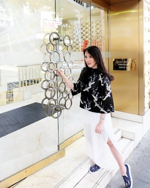 Strolling around Hong Kong with this pretty and comfy Xiu top from @standforwoman Honestly, the silky top is very comfy and loose. A perfect top for my trip in Hong Kong 😍 #tapfordetails.Check out myculinarydiarycom.wordpress.com for more awesome post#sisytravelingdiary #endorse #premiumtops.......#ootd #photooftheday #beautifuldestinations #tbt #lookbook #lotd #wiwt #asian #fblogger #outfitoftheday #korean #ootdindo #monochrome #followme #minimalist #wiwtindo #instadaily #minimalism #flatlays #selfportrait #whiteaddict #interior #design #decor #architexture #clozetteid