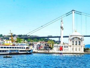 We have nothing to lose and a world to see. Awesome view from Bosphorus Cruise 😍. .Hop over to myculinarydiary.com/TRAVEL to see my experience in abroad.#sisytravelingdiary #traveljourney #ootd #rusuhstagtam #terfujilah......#clozetteid #wisata #travel #igtravel #travelgram #buzzfeed #europe #holiday #turkey #turkiye #cappadocia #kapadokya #desert #dubai #photography #photooftheday #foodoftheday #cakedecorating #photoshoot #fujifilm #beautifuldestinations