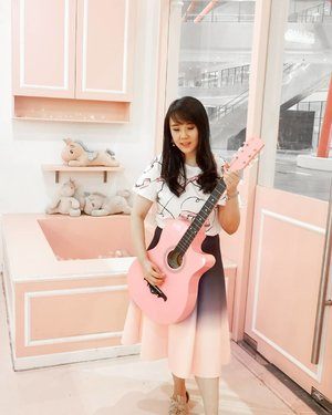 Hello pinky guitar 💖💖💖 . Check out myculinarydiary.com for more awesome post . . . . . . . #ootd #photooftheday #beautifuldestinations #tbt #lookbook #lotd #wiwt #asian #fashionblogger #outfitoftheday #korea #travel #pinkvibes #followme #minimalist #wiwtindo #wisata #unicorncafe #flatlays #selfportrait #instafood #europe #whiteaddict #interior #design #decor #architexture #clozetteid .