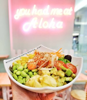 NEW BLOG POST. LINK IS ON BIO Taste this delicious poke salmon bowl for my dinner! Plenty of toppings, healthy, tasty, and so affordable. Plan to come back? Definitely YES! . Check out myculinarydiarycom.wordpress.com for more awesome post! Link is on my bio and my Zomato/Jessica Sisy or Pergikuliner/Jessica Sisy for more food reviews #myculinarydiary #sisyeatingdiary #clozetteid . . . . . . . . #food #foodblogging #foodgram #foodaddict #foodshare #foodphotographer #jktfoodies #foodphotography #instabuzz #photooftheday #beautifulcuisines #pokebowl #pokinometry #sashimi #salmon #salmonlover #pokesalad #japan #japanesefoor #tuna #salad #photography #foodphotograph #cute