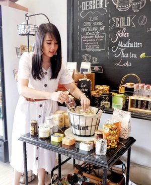 Candid photo when arranging those cutie cookies 😅.Check out myculinarydiary.com for more awesome post.......#ootd #photooftheday #beautifuldestinations #tbt #lookbook #lotd #wiwt #asian #fashionblogger #outfitoftheday #korean #ootdindo #monochrome #followme #minimalist #wiwtindo #instadaily #minimalism #flatlays #selfportrait #instafood #fashionindo #postthepeople #whiteaddict #interior #design #decor #architexture #clozetteid