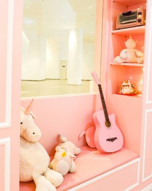 Cute corner ❤..Check out myculinarydiary.com for more awesome post! Link is on my bio and my Zomato/Jessica Sisy or Pergikuliner/Jessica Sisy for more food reviews#sisyeatingdiary #clozetteid.....#potd #picoftheday #photooftheday #ootdfashion #fashion #igers #fashionblogger #igaddict #travelgram #travelogger #love  #beautyblog #pinkvibes #foodlover #foodblogger #unicorn #tagstagram #bestoftheday #bestofthebest #pinkcafe #unicorncafe #prettylittlecorner