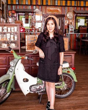 Feeling vintage in this place!!Ada skuter bike dan Vespa juga!!Sengaja buat tone vintage gini biar sesuai sama dekornya..#sisytravelingdiary.....#ootd #photooftheday #beautifuldestinations #lookbook #melaka #jakartaspot #lookbookindonesia #capetown #fashionblogger #outfitoftheday #jakartahits #indofashionpedia #ootdspot #jktspot #followme #tapfordetails #vintagelook #vintage #europe #traveleurope #flatlays #postthepeople  #travel  #clozetteid