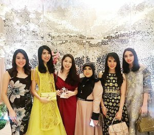 SWIPE FOR THE VIDEO Attending ci @rosalia_mclie wedding with #Adellesquad  Having fun with these girls 😘😘 .  Check out myculinarydiarycom.wordpress.com for more awesome post . . . . . . . #ootd#photooftheday#beautifuldestinations#tbt#lookbook#lookbookindonesia#wiwt#asian#fashionblogger#outfitoftheday#korean#ootdindo#monochrome#followme#minimalist#wiwtindo#instadaily#minimalism#flatlays#selfportrait#instafood#fashionindo#postthepeople#whiteaddict#interior #design #decor #architecture