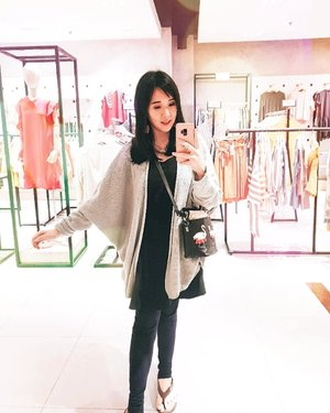 Falling in love with oversized sweater lately 💕💕 . Check out myculinarydiary.com for more awesome post . . . . . . . #ootd #photooftheday #beautifuldestinations #japan #lookbook #potd #followforfollowback #wiwt #asian #fashionblogger #outfitoftheday #korea #ootdblogger #travelbali #bali #followme #minimalist #wiwtindo #instadaily #minimalism #flatlays #selfportrait #instafood #fashionindo #postthepeople  #architexture #clozetteid