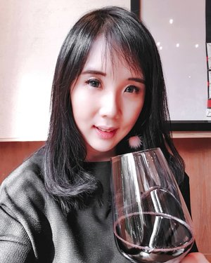 Addicted to wine? Because you will never get enough for just one glass 🍷Get 20% discount at @hokkaido_izakaya ..Check out myculinarydiary.com for more awesome post.......#ootd #photooftheday #beautifuldestinations #makeup #lookbook #lotd #wiwt  #fashionblogger #outfitoftheday #korea #japan #monochrome #followme #hokkaido #wiwtindo #instadaily #minimalism #flatlays #selfportrait #wine #redwine #cosmetics #travel #traveljapan #beer #clozetteid