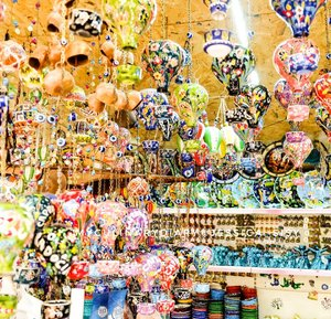 Hundreds of hot air balloons �Made of ceramic and natural colorants.I bought some of them because they are all beautiful!