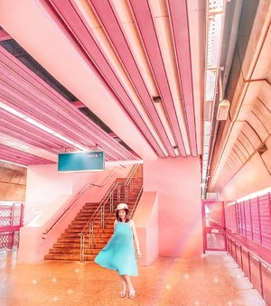 One of the cutest MRT station : Red Hill. All of them is paonted with pink, my favorite color 💖 Captured by my brother. See before edit on my IG Story. #sisytravelingdiary . . . . . . . . . #ootd #photooftheday #beautifuldestinations #tiktokchallenge #gardensbythebaysingapore #iphoneonly #floralfantasy #ootdspot #prewedding #like4like  #postthepeople #travelingwomen_  #clozetteid  #travelinladies #fblogger #travelingwomen_ #thewanderingtourist #travel #marinabaysands #singapore