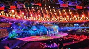 OPENING CERMEONY ASIAN GAMES 18.08.18 : Modern Era. Ini pas selesai opening ceremony nya. Fireworksnya berlangsung selama 2-3menit. Design modern buildingsnya juga keren banget. So beautiful! 😍 . . Check out myculinarydiary.com for more awesome post . . . . . #sisytravelingdiary #asiangames2018 #asiangames #kemenpora #asiangameskita #ayoindonesia #indonesia #vlog #vlogger #sport #badminton #fujixt100 #pesonaasiangames2018 #openingceremony #viavallen #dukungindonesia #olympic #bulutangkis #anggun #photography