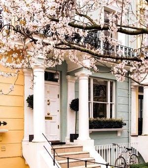 My dream house by @sparrowinlondon . . . . . . . . #clozetteid #wisata #travel #igtravel #travelgram #buzzfeed #mytravelgram #holiday  #instatraveling  #europetrip #socialenvy #followme #tourist #jktgo #photography #london #bestplacestogo #dreamhouse #flatlays #selfportrait #instafood #fashionindo #postthepeople #whiteaddict #interior #design #decor #architexture