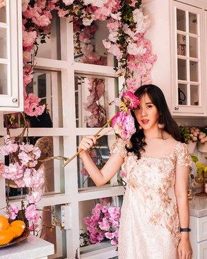 Flowers around you ❤❤ . . Venue @billie.kitchen  Lipstick @aleysiabeauty . . . . . . . . . . . . . #ootd #photooftheday #beautifuldestinations #lookbook  #japan #fashionblogger #outfitoftheday #liptint #lipstick #cosmetics #jktspot #pinkvibes #garden #flowers #ootdblogger #makeup #prettylittlecorner #postthepeople #travel #clozetteid