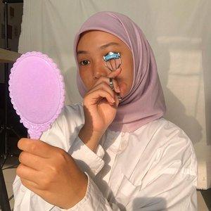 eyelash curler + comb = 'kok lentik?' @madformakeup.co secret comb curlercomb & curl your eyelash at once, purrrrrrfect! 💖💯#beautythatconnects #ClozetteID
