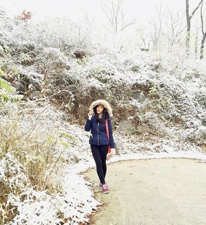 Stop focusing on how stressed you are and remember how blessed you are 😌  Good morning, second snow are touch down in • • • • #photooftheday #igers #instagood #instagram #instalike #likeforlike #webstyle #webstagram #instamood #instadaily #korea #snow #trenaya #clozetteID #cotd #bestoftheday #winter #meinframe #myfashionpick #mytravelgram #happy #havingfun #holiday #enjoy #dailystyle #formaldaily