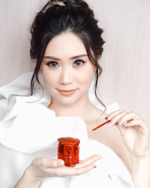 Gonna share you a good news! My all time fav @astalift_indonesia New Jelly Aquarysta ✨Have 10% higher of ceramide ingredients than previous one. It's suitable for any skin types, it's lightweight, watery with jelly- like texture and have nice scent! Well, you can use as pre-serum, nor during the day like me. Since it's loaded with antioxidant. 🙌🏻The good news is,Now we they're avail in refill! Woaaa~ Swipe to see~ ..#Youreenough #AstaliftJellyAquarysta #AstaliftbyFuji #JakartaBeautyBlogger #SurabayaBeautyBlogger #BloggerSurabaya #Clozetteid #WorkWithTorquise