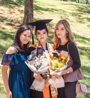 Congrats sis @michellayohanna we're proud of you!! ✨...#clozetteid #graduation