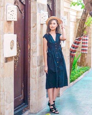 🌤 Brighten up my day @ritterandskeete Oahu Dress . . . #torquisewear #clozetteid #influencersurabaya #bali #ootd #fashionblogger