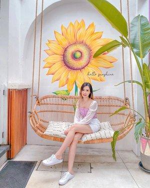 Hello Sunshine 🌻 . . . 📍 @kyndcommunity  📸 @jesica_paramita  #TorquiseinBali #Travelinbali #Clozetteid #TorquiseWear #BloggerSurabaya #BloggerBali #SurabayaBeautyBlogger #BaliBeautyBlogger