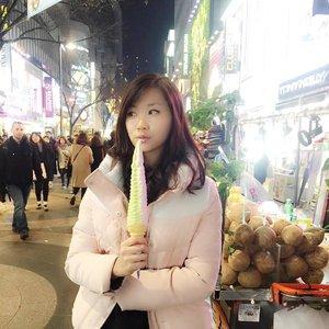 My night culinary at myeong dong street 💕 Strawberry🍓 Green tea Ice cream🍵 yumm, Delicious 😋 #eatwithtorquise #clozetteid #TQinKorea